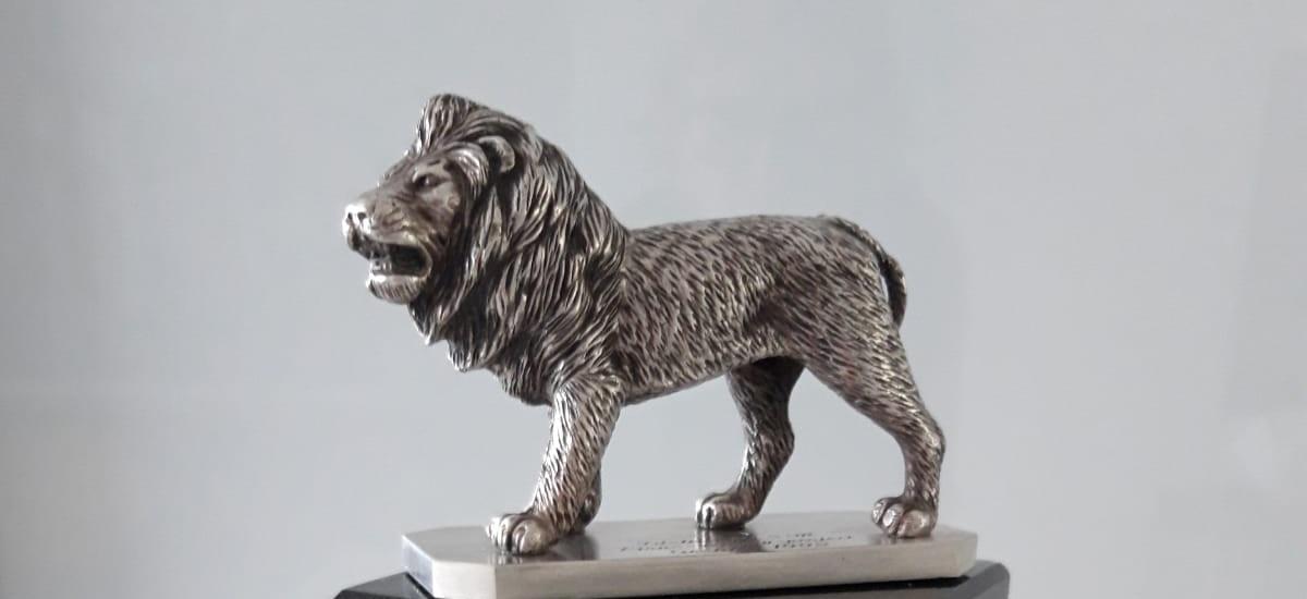 Loewe in Silber